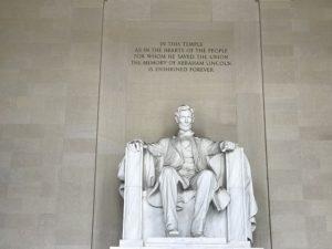 リンカーン記念館・座像