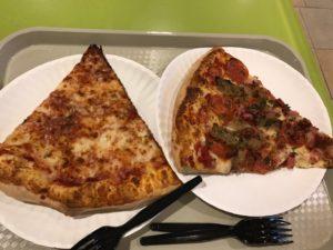 なんちゃらチーズピザとなんちゃらミートピザ